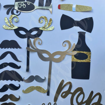 NEW YEARS EVE 2017 black/ gold photo booth props with (free)balloons and confetti. New years hat,tie,clock,pipe,mask,bubbly  props (28pcs)
