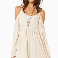 SANNABROOK OFF SHOULDER DRESS IN BEIGE