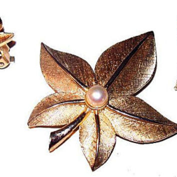 """Boucher Gold Leaf Brooch Set Signed """"Marboux"""" Pearl Accents Clip Earrings Vintage 1950s"""