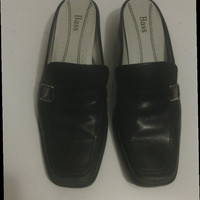 Bass Women's leather shoes/ slides/ loafers in black size 8 1/2 medium. Vintage 1990's