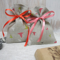 Beautiful small bags. 50 Linen bags. Natural linen bags, birts prints. Gift bags. Burlap linen bags