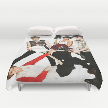 5 seconds of summer on teen now Duvet Cover by Kikabarros
