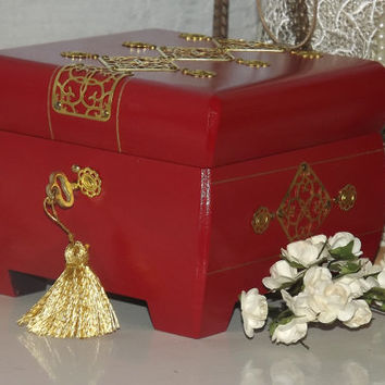Lock box. RED & Gold Lockable Box with FREE matching pendant. Personalise with a Brass Name Plate. Jewellery Box. Trinket Box. Keepsake