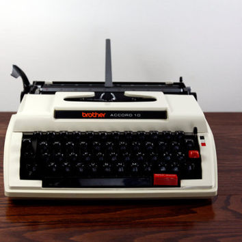 Brother Accord 10 Manual Typewriter - RECONDITIONED Working White / Cream Typewriter - Excellent Condition