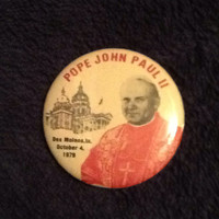 Vintage pin back button commemorating Pope John Paul II visit to Des Moines, Iowa in 1979