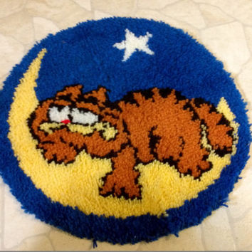 Vintage Garfield on moon latch hook round rug wall hanging tapestry picture art Collectible Home Decor Toy Game Room super cute gift idea