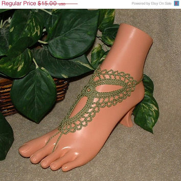 SALE Crochet Love Triangle Barefoot Sandals, Trinity, Beach Jewelry, Footless, Sandal, Anklet, Green, Flip Flop Accessories