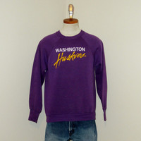Vintage 80s WASHINGTON HUSKIES GRAPHIC Purple Seattle College University Football Athletic Medium 50/50 Crewneck Sweatshirt
