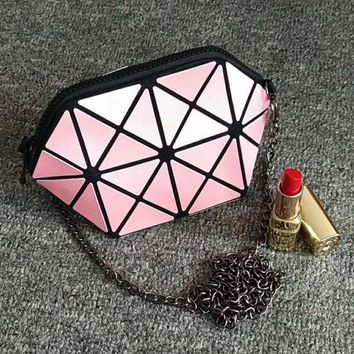 Fashion chain crossbody bag small bag geometric casual travel ladies shoulder handbags