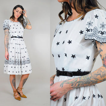 50's scalloped Embroidered FLORAL dress