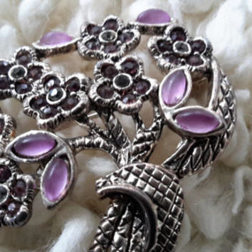 Pretty Broach in silver and mauve, amethyst colored glass stones, vintage pin, flower design retro broach, English Pin