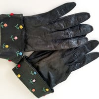 60s Gloves Vintage Leather Gloves Black Gloves Short Gloves Black leather Gloves Floral Gloves Womens Gloves Unique Gloves Glove Size 6