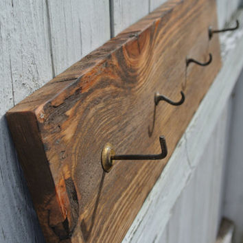 Key Rack / Key Hook / Jewelry Rack Made from reclaimed pallet wood and vintage brass hooks - Primitive / Rustic look