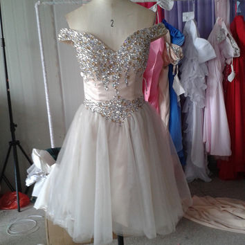Stunning Rhinestones A-line Off-the-shoulder Tulle Skirt Sexy Short Homecoming Dresses Short Prom Dress ET069