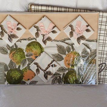 PEACHY Dunmoy Vinage Tablecloth and Napkin Set in original Box with gorgeous Twig & Peach print and four matching napkins