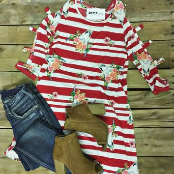 ZLast Chance Red & White Striped Bull Skull Cutout Sleeved (S-3)