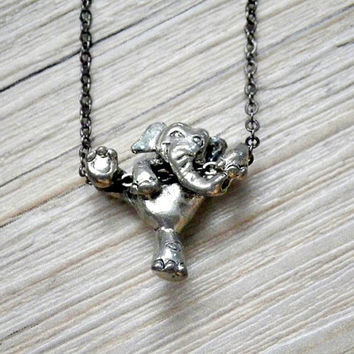 Can do: climbing elephant necklace