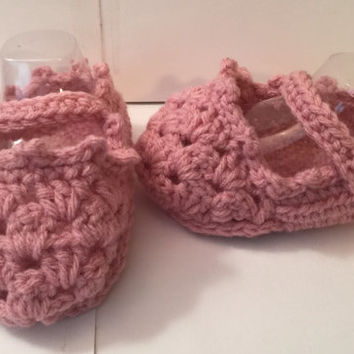 Cute Granny Stitch Baby Shoes - Sizes 0 to12 months - Any Color