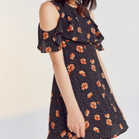 Kimchi Blue Lynn Empire Waist Ruffle Sleeve Dress | Urban Outfitters