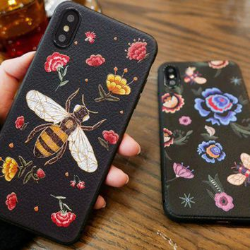 Bee is an iPhonex hand case embroidered with a small Bee's character popular logo