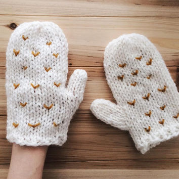White Mittens, Hand Knit Gloves, Chunky Knitwear, Christmas Gift