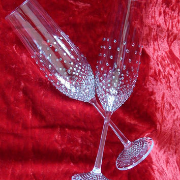 Brilliant Wedding glasses with shimmering rhinestones Wedding toasting flutes Wedding gift idea Wedding glass Bride and Groom Gift