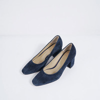Pointy Toe Suede Pump