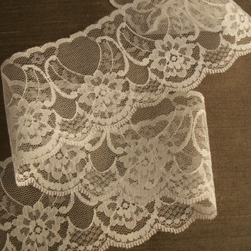 "2 YARDS,White Chantilly Lace Trim,2 1/2"" wide,Sewing,Bridal Accessories,Apparel,Doll Clothes,Lace Bows,Sachet Lace Trim,Lace for Invitations"