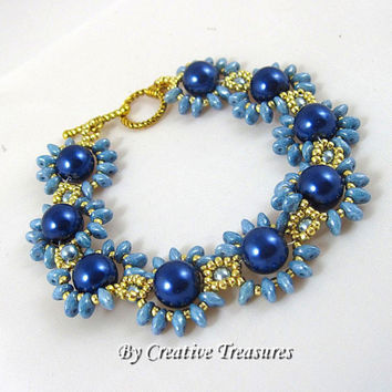Daisy Chain Bracelet with Blue Pearls and Super Duo Beads.