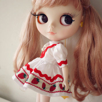 Blythe Strawberry Dress,Hair Accessories is included