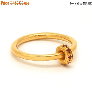 Ruby and 18k Gold engagement Ring - Dainty Gold Ring with a wheel of Rubt gemstones - Engagement Ring