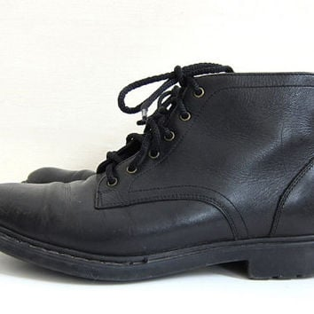 vintage black leather ankle boots. Lace up granny boots. women's size 8.5