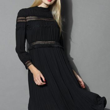Retro Vibe Ruffled Midi Dress in Black