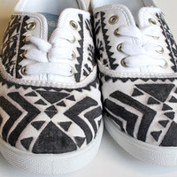 Tribal Patterned Canvas Shoes 8WIDE