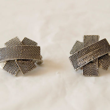 Vintage 80s Clip On Earrings Silver Tone Overlapping Pattern