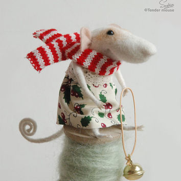 Needle felted mouse, felt ornament, soft sculpture, figurine, animal forest, suitcase , Christmas dress, tender mouse