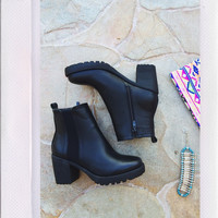 Escapade Short Boots- Black