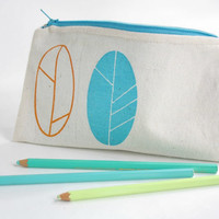 Spring pouch screen printed in orange and turquoise by Netamente
