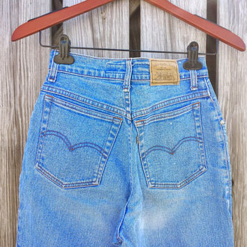 Vintage LEVI'S High Waisted Jeans - Ladies Levi's Jeans - Peg Leg - SZ 2 / 3