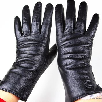 Gloves Rushed 2017 The New Female Leather Gloves Deerskin Straight Soft And Delicate Velvet Lining Autumn Winter Weatherization