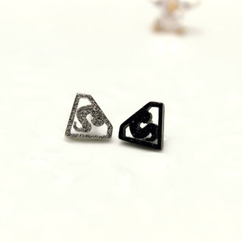 Titanium matte non pierced earrings and Superman personality magnet male female ear clip punk fan 1 = 1945875780