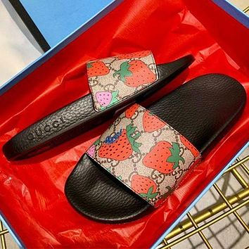 Gucci Sandalo slider GG Strawberry