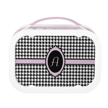 monogrammed houndstooth pattern in pink lunch box