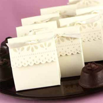 Ivory Scalloped Edge Favor Boxes