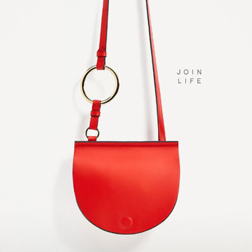 JOIN LIFE OVAL CROSSBODY BAG WITH RING DETAIL DETAILS