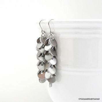 Shaggy disc chainmaille earrings, brushed aluminum
