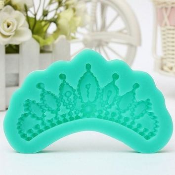 3D Crown Cake Fondant Chocolate Soap Mold Mould Baking DIY Decor Silicone Tool (Size 0.117m by 0.057m) AP = 5658084673