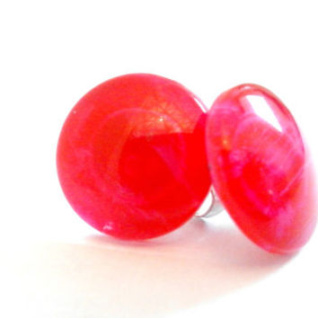 Bright Cherry Red with a Slight Pink Crackle Effect Round Glass Cabochon Stud Earrings