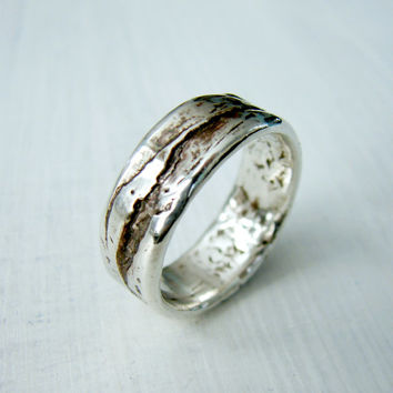 Simple Silver Birch Bark or Wood Grain Wedding Ring for Rustic Wedding