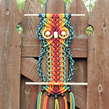 Macrame wall hanging owl, rainbow wall tapestry, colorful owl macrame hanger, owl wall decor, owl decor, boho 70s macrame beaded home decor
